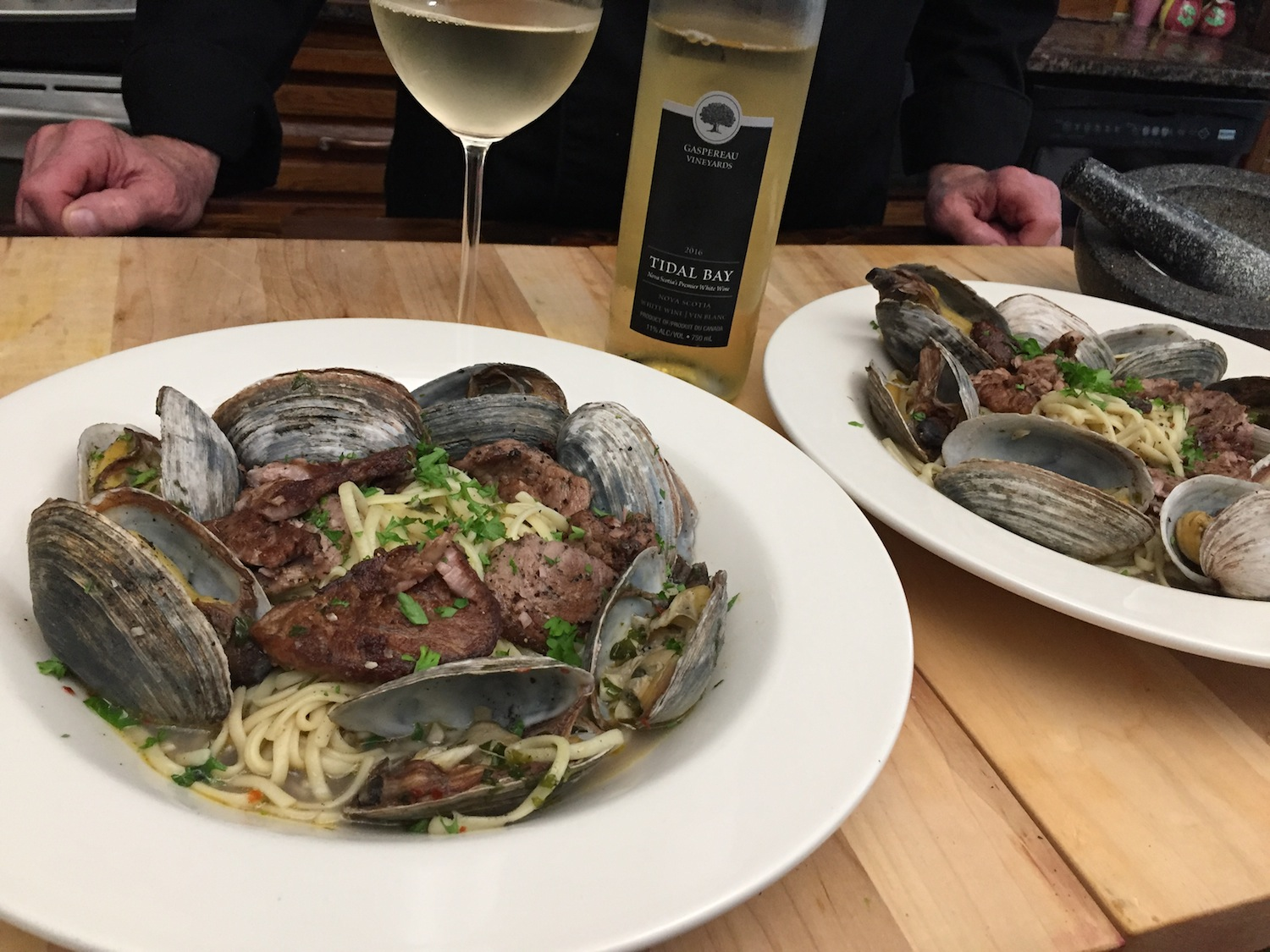 Clams and Pan Seared Tuna in a bed of Linguini